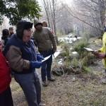 Dr. Enio Vivaldi y Dra. Mary Kalin entrando al circuito Bosques más Australes a una visita guiada por Camila Saldías