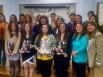 Los 22 estudiantes que acreditaron compentencias en Estudios Patagónicos, junto a la directora de Movilidad Estudiantil y Académica, Patricia Guerrero.