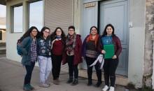 Estudiantes del movimiento La Jauría Feminista al salida de la firma del acuerdo.