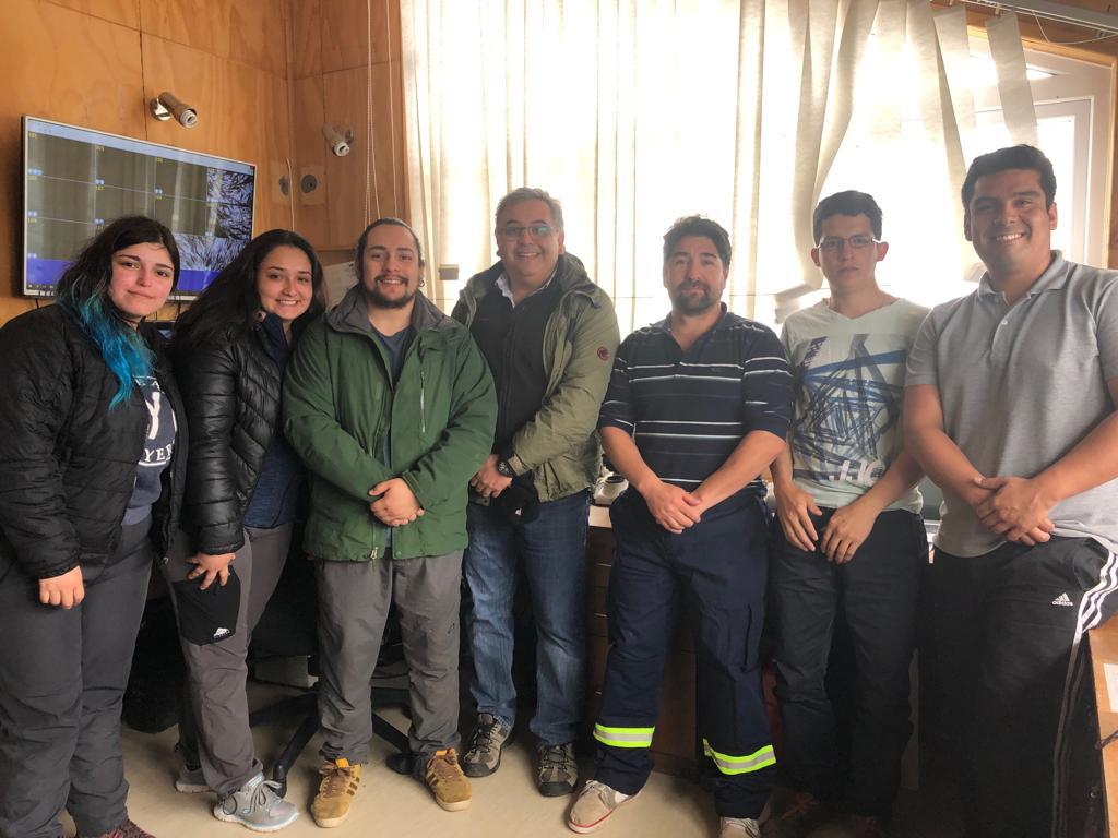 Estudiantes de Universidad de Magallanes visitan centro de cultivo Australis