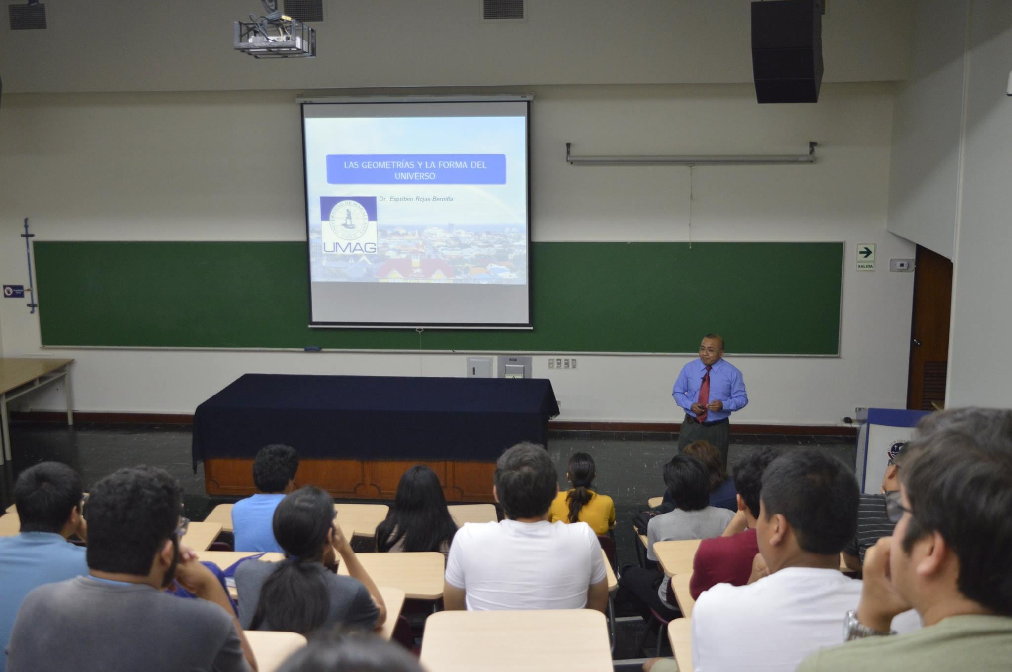 Profesor participó en coloquio de Matemática y Física en Perú