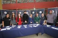Estudiantes de las carreras de Pedagogía de la UMAG repartieron material promocional.