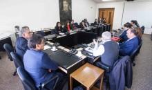 La primera instancia colegiada donde se incluyó a otros estamentos universitarios fue el Consejo Académico.